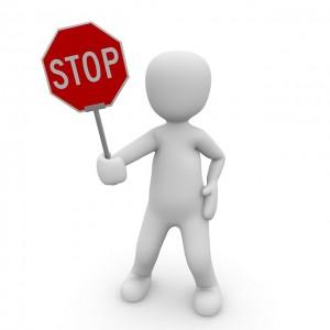 stop 1013732 640 300x300 - YouTubeアカウント停止を回避する方法