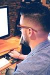 PC 男性 1478859249 - YouTubeで稼ぐ為に銀行口座を登録する